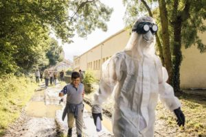 Thierry Boutonier dans son armure blanche à l'assaut de la nature !